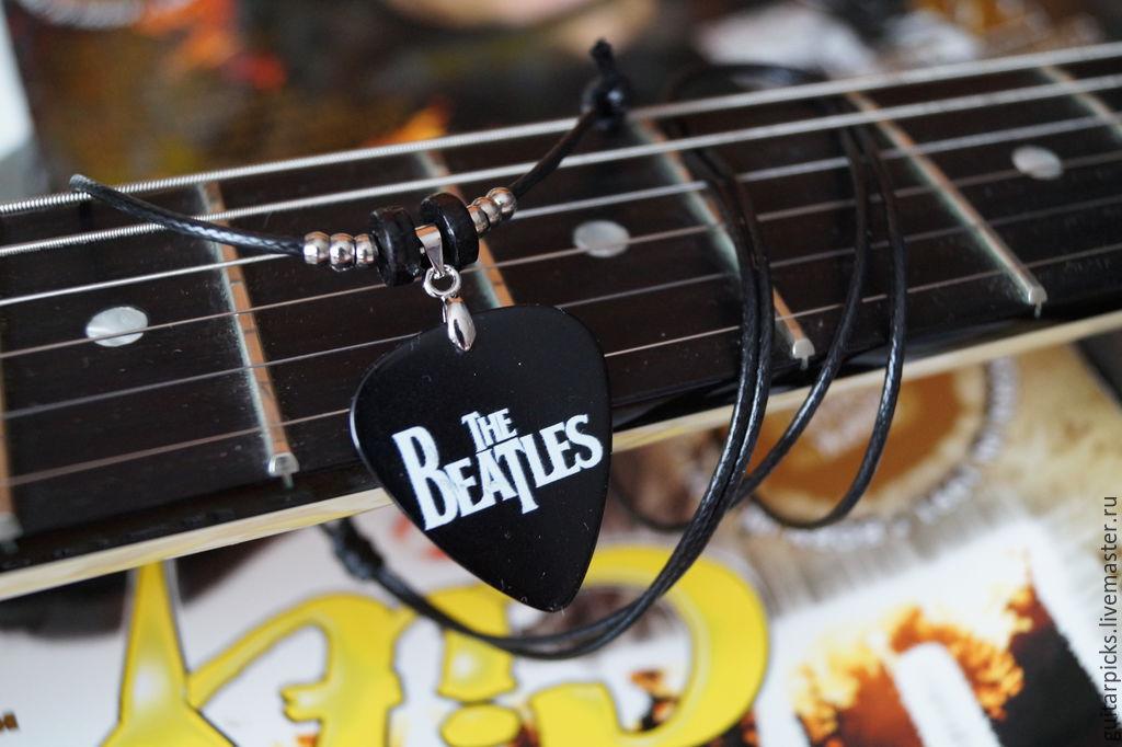"""Черный кулон-медиатор на шнурке с логотипом группы """"The Beatles"""", Кулоны подвески, Москва, Фото №1"""
