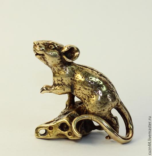 Миниатюрные модели ручной работы. Ярмарка Мастеров - ручная работа. Купить Мышка на сыре. Handmade. Золотой, литье латуни, статуэтка
