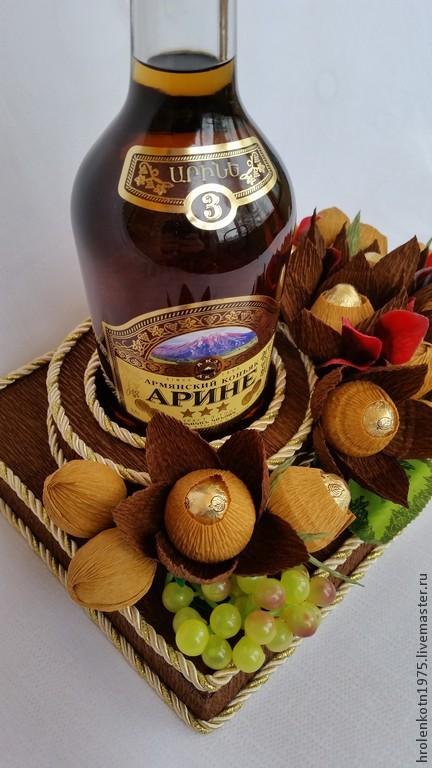 Подарок из бутылки и конфет
