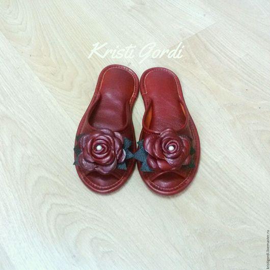 Обувь ручной работы. Ярмарка Мастеров - ручная работа. Купить Домашние тапочки Розы бордо. Handmade. Бордовый, тапки, для дома