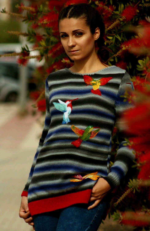 вязаный свитер с ручной вышивкой цветные колибри купить в