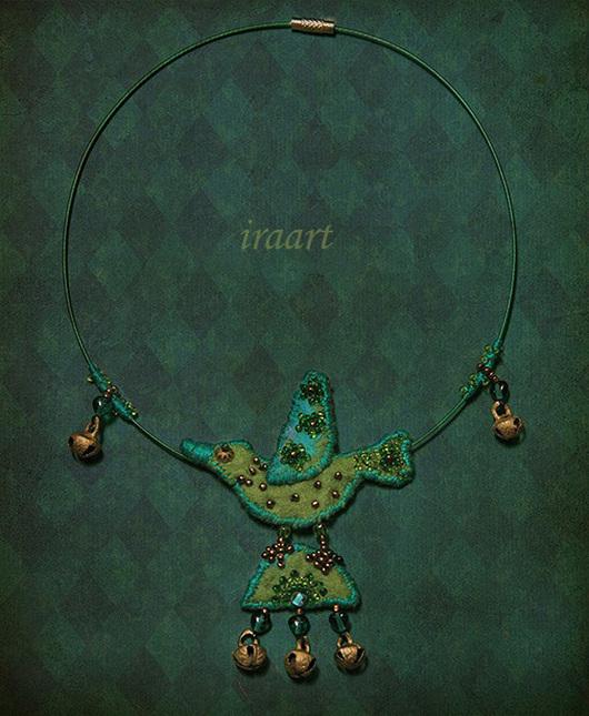 """Колье, бусы ручной работы. Ярмарка Мастеров - ручная работа. Купить Колье """"Птичка на счастье"""". Handmade. Зеленый, птица, бисер"""