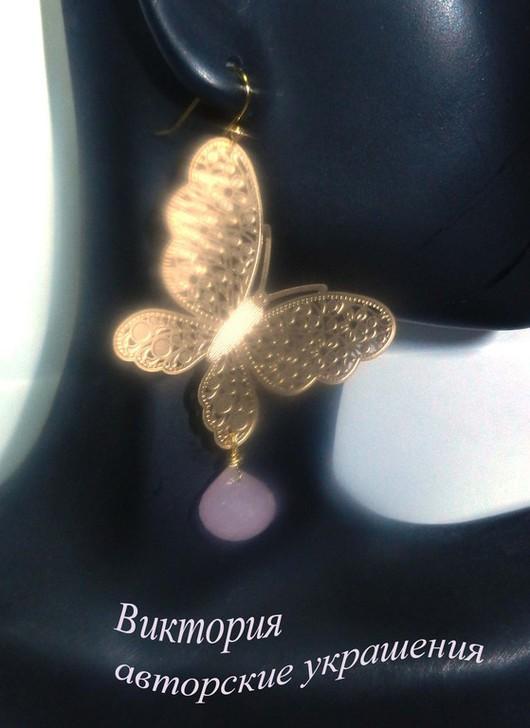 """Серьги ручной работы. Ярмарка Мастеров - ручная работа. Купить Позолоченные серьги """"Бабочки летают"""". Handmade. Бледно-розовый, бабочка"""
