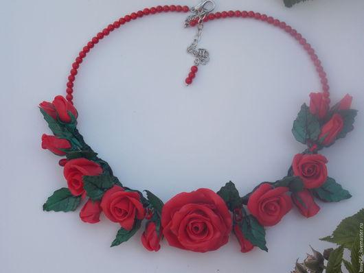 Колье, бусы ручной работы. Ярмарка Мастеров - ручная работа. Купить колье с красными розами. Handmade. Ярко-красный