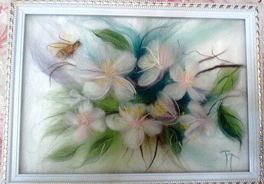Картины цветов ручной работы. Ярмарка Мастеров - ручная работа. Купить Яблоня в цвету. Handmade. Комбинированный, картина из шерсти, пчелка