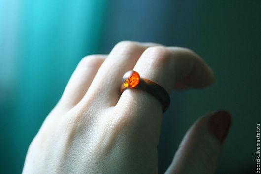 деревянное кольцо порода - береза вставка - янтарь