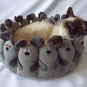 """Лежанки ручной работы. Ярмарка Мастеров - ручная работа Лежанка для кошки """"Мышки"""" круглая мягкая оригинальная ткань серая кот. Handmade."""