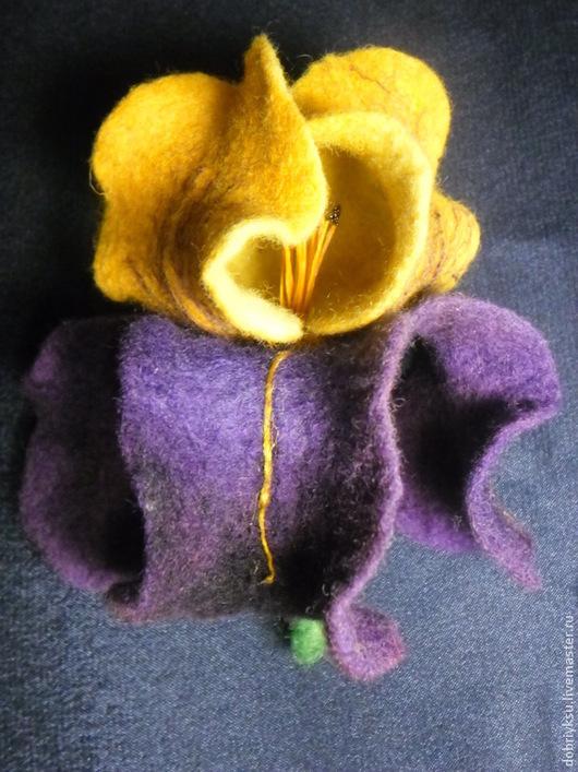 """Броши ручной работы. Ярмарка Мастеров - ручная работа. Купить Брошь """"Ирис"""". Handmade. Разноцветный, цветы, брошь цветок, фиолетовый"""