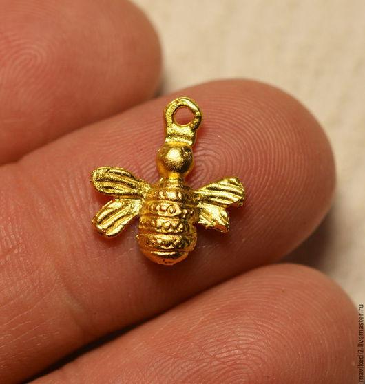 """Для украшений ручной работы. Ярмарка Мастеров - ручная работа. Купить подвеска """"Золотая пчелка""""/ золото 24 крт. Handmade."""