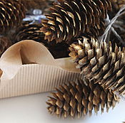 Подарки к праздникам ручной работы. Ярмарка Мастеров - ручная работа Гирлянда электро  с шишками. Handmade.