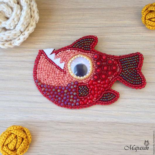 """Броши ручной работы. Ярмарка Мастеров - ручная работа. Купить Брошь """"Гранатовая рыбка"""". Handmade. Ярко-красный, бисер, бусины"""