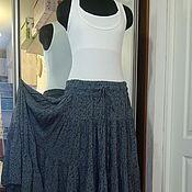 Одежда ручной работы. Ярмарка Мастеров - ручная работа Ярусная юбка из штапеля (мелкие изумрудные цветы на сером). Handmade.