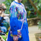 Валяное   синее пальто с цветами