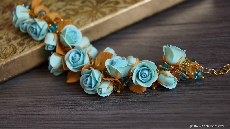 Браслет с голубыми розами в золоте