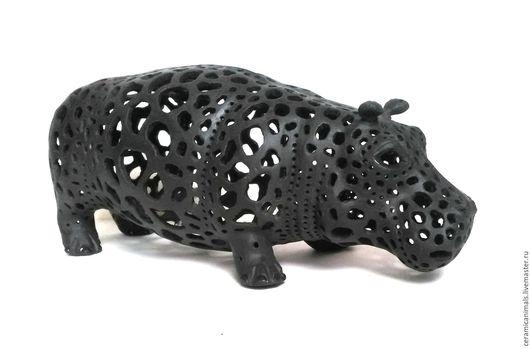Ажурный бегемот. Изготовлен из испанского фарфора и обожжен при температуре 1200градусов. Тонкая, изящная работа - уникальный подарок. Длина 18см.Цена 13000руб. Подробнее http://www.livemaster.ru/topi