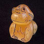 Статуэтки ручной работы. Ярмарка Мастеров - ручная работа Обезьянка - фигурка из камня Селенит. Handmade.