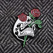 Украшения ручной работы. Ярмарка Мастеров - ручная работа Украшения: Значок Роза, череп роза скелет эмаль. Handmade.