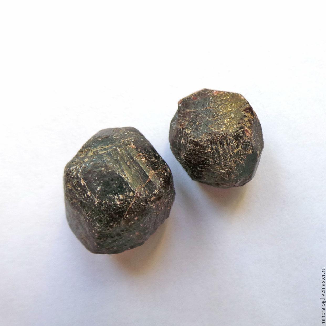 Гранат Альмандин, пара кристаллов, Минералы, Москва,  Фото №1