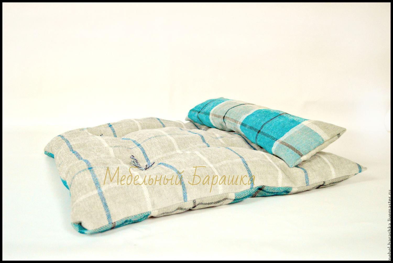 Прошитый чехол, подушка отстегивается, наполнитель дробленный поролон.