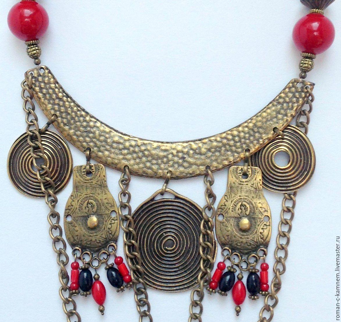 Комплект украшений - колье-гривна и серьги - из натуральных камней в этническом, восточном стиле Затерянный рай. Уникальный, креативный подарок для стильных и смелых женщин и девушек.
