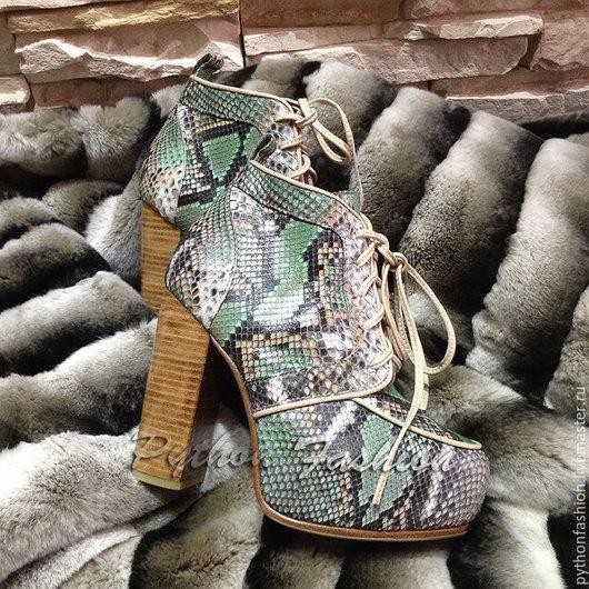Ботильоны из питона. Ботильоны из питона на платформе. Стильные ботильоны из кожи питона на каблуке. Женская весенняя обувь из кожи питона ручной работы. Ботильоны. Ботильоны из кожи питона на весну.