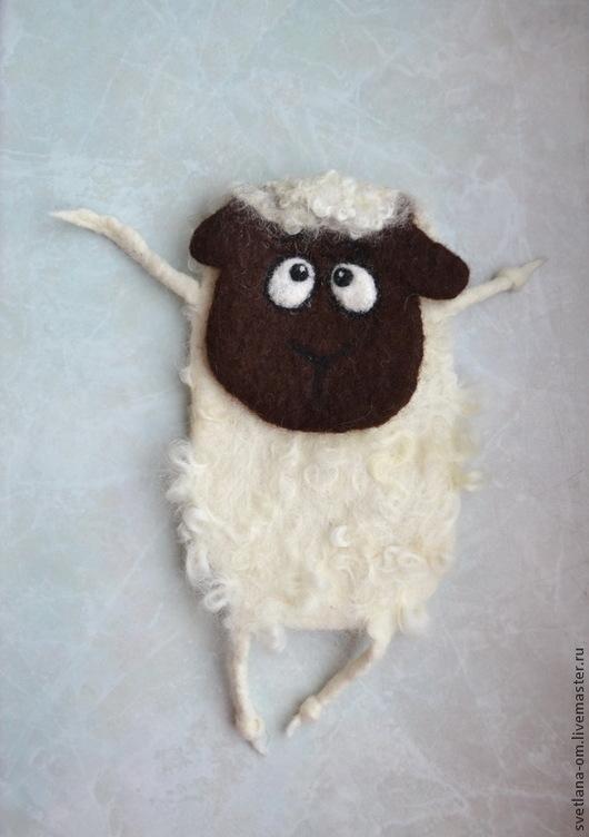 Овечка, овечка символ года, овцы, барашек, овечка ручной работы, новогодний подарок, Новый год 2015, сувенир на Новый год, подарок на Новый год, чехол для телефона, валяный чехол, ручная работа.