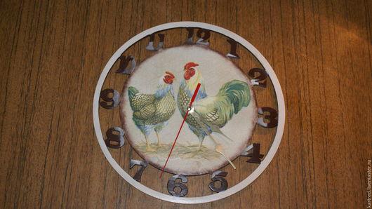 """Часы для дома ручной работы. Ярмарка Мастеров - ручная работа. Купить Часы""""Просыпаюсь с петухами"""". Handmade. Коричневый, часы в подарок, салфетка"""