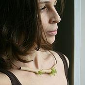 Украшения ручной работы. Ярмарка Мастеров - ручная работа Колье из стекла и дерева - зеленое. Handmade.