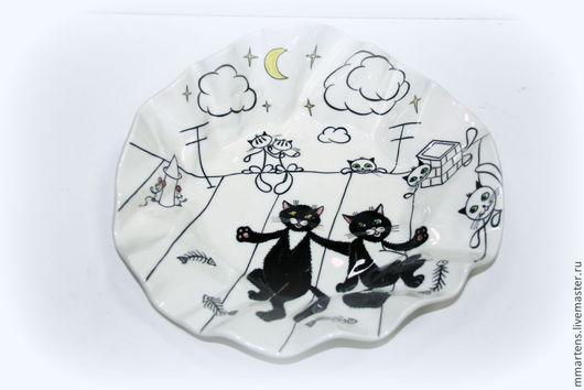 """Тарелки ручной работы. Ярмарка Мастеров - ручная работа. Купить Тарелка мятая """"Черные коты"""". Handmade. Чёрно-белый, посуда"""