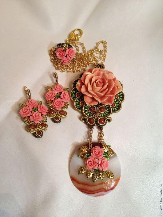 """Колье, бусы ручной работы. Ярмарка Мастеров - ручная работа. Купить Кулон """"Любимая роза"""". Роза.  Вышивка бисером.(6 варианта). Handmade."""