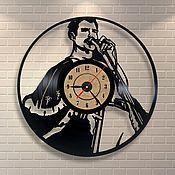 """Часы из виниловых пластинок ручной работы. Ярмарка Мастеров - ручная работа Часы из пластинки """"The Queen"""". Handmade."""