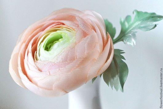 """Броши ручной работы. Ярмарка Мастеров - ручная работа. Купить Ранункулюс """"Перси"""" из ткани. Лютик из ткани. Цветы из шелка. Handmade."""