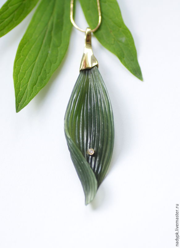 Pendant with jade 'Leaf and Dewdrop', gold 585, Pendants, Moscow,  Фото №1