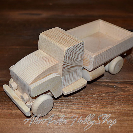 Деревянный грузовичок ручной работы по собственным авторским эскизам. Ярмарка мастеров - ручная работа. Купить деревянный грузовик. Handmade. Оригинальный подарок и взрослым, и детям.