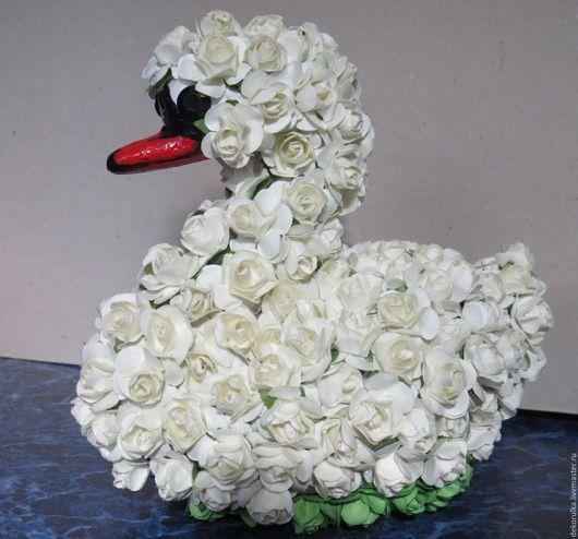Свадебные цветы ручной работы. Ярмарка Мастеров - ручная работа. Купить Лебедь из бумажных роз. Handmade. Белый, бумажные цветочки