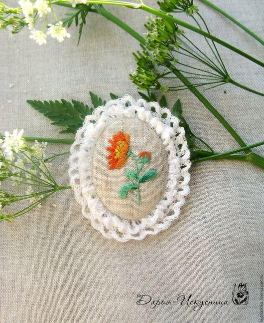 Броши ручной работы. Ярмарка Мастеров - ручная работа. Купить Текстильная брошь с вышивкой гладью Календула. Handmade. Оранжевый, handmade
