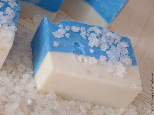 """Мыло ручной работы. Ярмарка Мастеров - ручная работа. Купить """"В отпуск"""" соляное мыло с нуля. Handmade. Голубой"""
