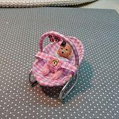 Куклы и игрушки ручной работы. Ярмарка Мастеров - ручная работа 1:24 малыш в переноске. Handmade.