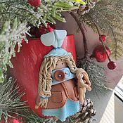 Кружки ручной работы. Ярмарка Мастеров - ручная работа Кружка с куколкой из полимерной глины. Handmade.