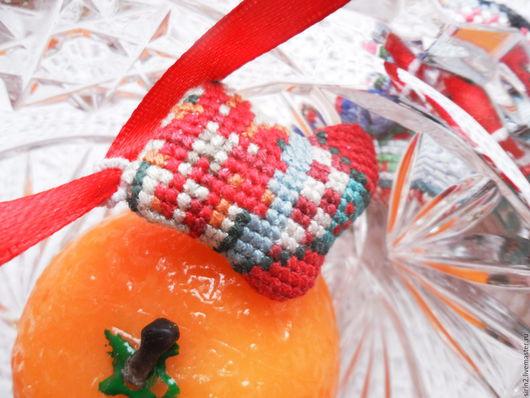 Новый год 2017 ручной работы. Новогодние сапожки вышитые крестом подвески для брелка гирлянды венка. Крестики Плюсики ЛюдмилыГригорьевны. Интернет-магазин Ярмарка Мастеров.