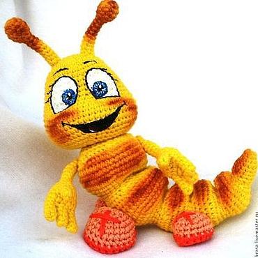 Куклы и игрушки ручной работы. Ярмарка Мастеров - ручная работа Вязаная озорная  гусеничка Буся. Handmade.