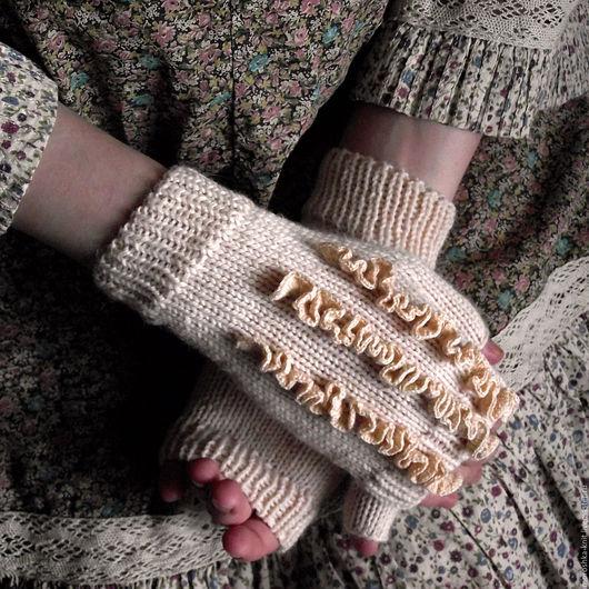 Варежки, митенки, перчатки ручной работы. Ярмарка Мастеров - ручная работа. Купить Митенки «Пудра» нежные с рюшами. Handmade. Бохо