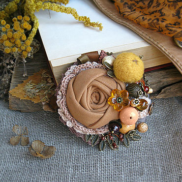 """Украшения ручной работы. Ярмарка Мастеров - ручная работа Брошь """"Осень цвета горчицы"""" с натуральными камнями. Handmade."""