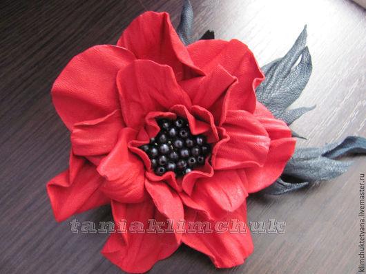 Броши ручной работы. Ярмарка Мастеров - ручная работа. Купить Цветок из натуральной кожи. Handmade. Ярко-красный, брошь цветок