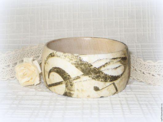 бежевый браслет светлый браслет натуральный браслет дерево деревянный браслет недорогой браслет женский браслет  подарок девушке женщине музыканту день рождения 8 марта ноты музыка скрипичный ключ