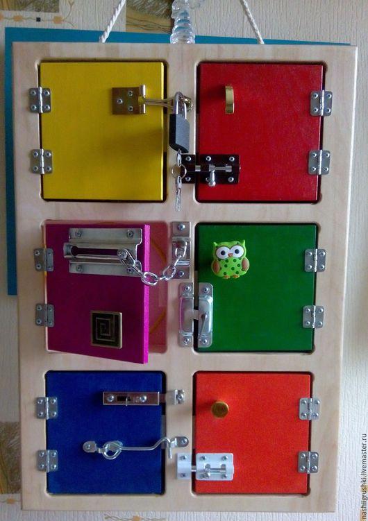 Развивающие игрушки ручной работы. Ярмарка Мастеров - ручная работа. Купить Шкафчик развивающий с замочками (бизиборд). Handmade. Разноцветный, бизиборд