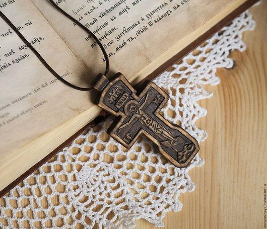 `Валдай - 2` - деревянный нательный крест-распятие со словами из молитвы. Крест из дерева. Крест Емельяненко.