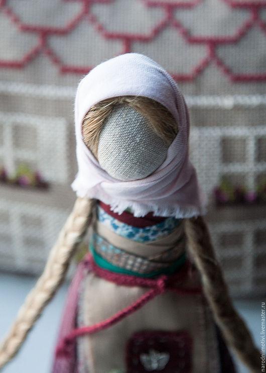 Народная кукла, оберег, на Удачное замужество, обережная кукла, русские традиции, славянские обереги, русская народная кукла, оберег, бордовый, вишневый, бежевый, бирюзовый, розовый.