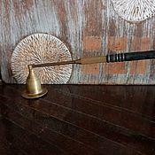 Винтажные предметы интерьера ручной работы. Ярмарка Мастеров - ручная работа Старинный гаситель для свечей с черной ручкой. Handmade.