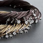 шелковое колье с шестиконечными звездами в коричневом цвете
